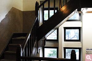 1号館 階段