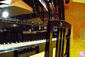 三浦記念ホール設置 スタインウェイ グランドピアノ